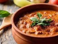 Рецепта Зрял боб (фасул) с целина, чушка, морков, лук и подправки в гърне